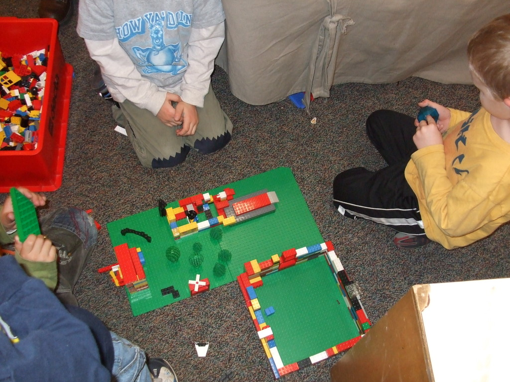 Lego Puppet Show Setting