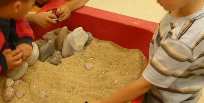 Sand table with rocks (2)